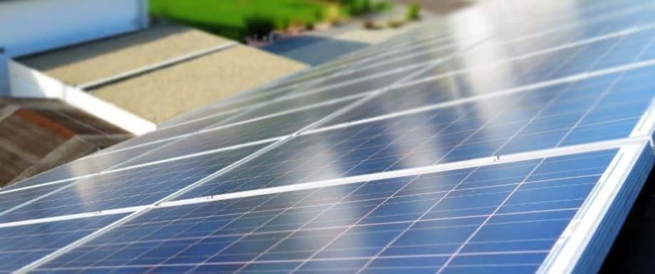 ¿Se pueden combinar paneles solares diferentes?